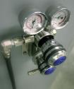 Verscheidene drukregelaars, meters en calibratie faciliteiteiten voor sampleregeling en calibratie doeleinden. Series 'AGP'
